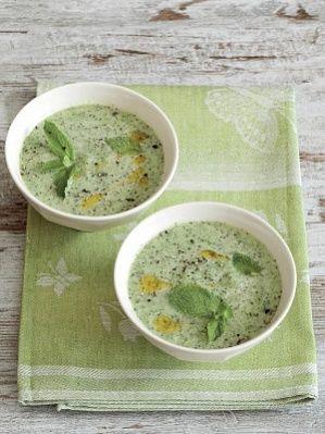 Холодный суп из сельдерея и огурца с мятой
