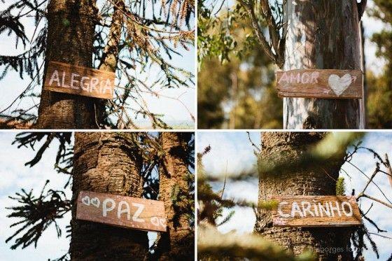 Para criar uma atmosfera romântica em um casamento no campo.