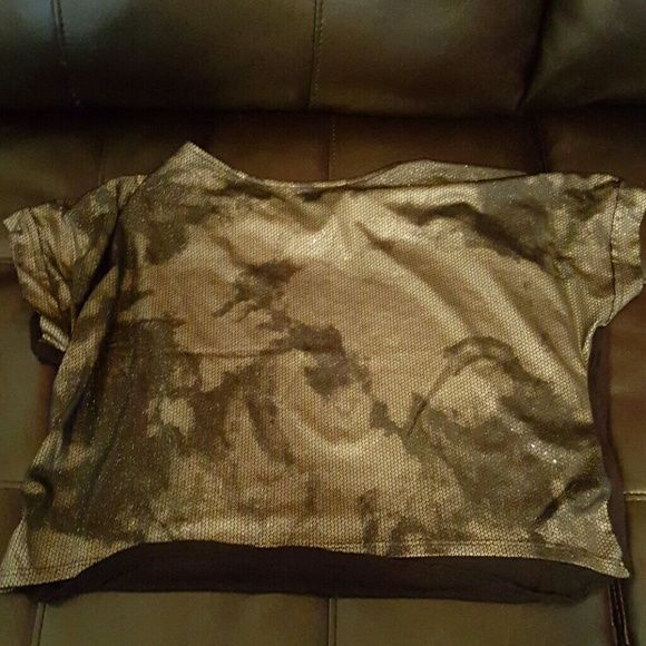 """Black and gold """"loose crop top"""" Loose fitting top black with gold sparkle design. Great used condition. Forever 21 Tops Crop Tops"""