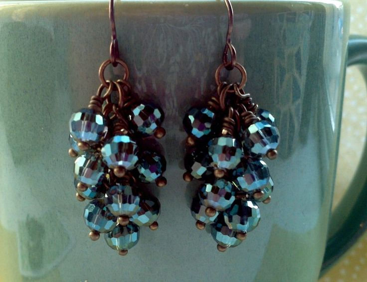"Free tutorial on how to make nice ""fat"" cluster earrings from rings-things.com. This is cool as my attempts have always ended up looking really spindly and ""empty"". Duh... smaller jump rings and bigger beads!"