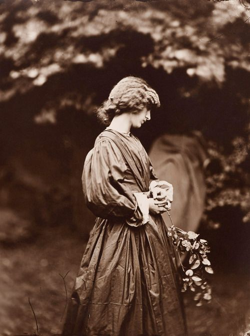 Jane Morris posing in the garden of the house of Rossetti, summer 1865