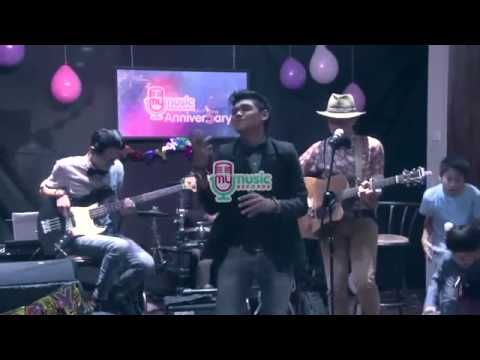 Coldplay - Sky Full Of Stars cover by DEGA (live at #MyMusic 5th Anniver...