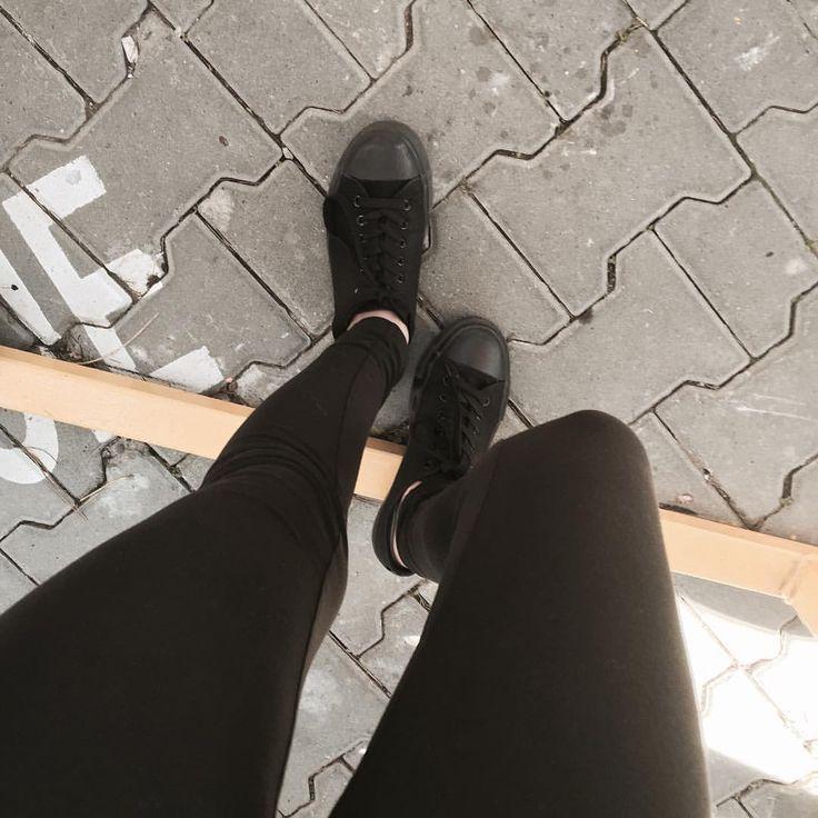 "Tumblr Photos  na Instagramie: ""✖️✖️✖️✖️ #shoes #trainers #black #pavement #street #grunge #perfect #przegladinstagrama #fajnyprogram"""