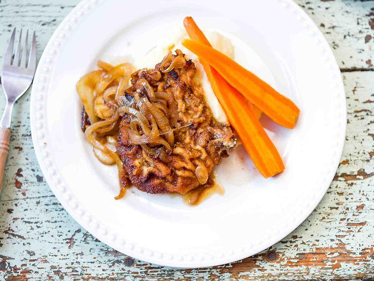 Paneroidut porsaankyljykset ovat perinteistä ihanaa syysruokaa. Hauduta mureiksi uunissa ja nauti haudutetun sipulin ja kuohkean perunasoseen kanssa.