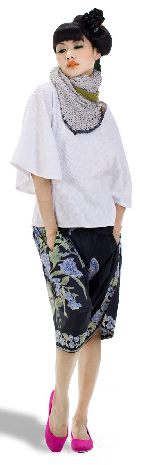 http://www.glowlicious.me/2013/08/36-fashion-looks-oscar-lawalata.html