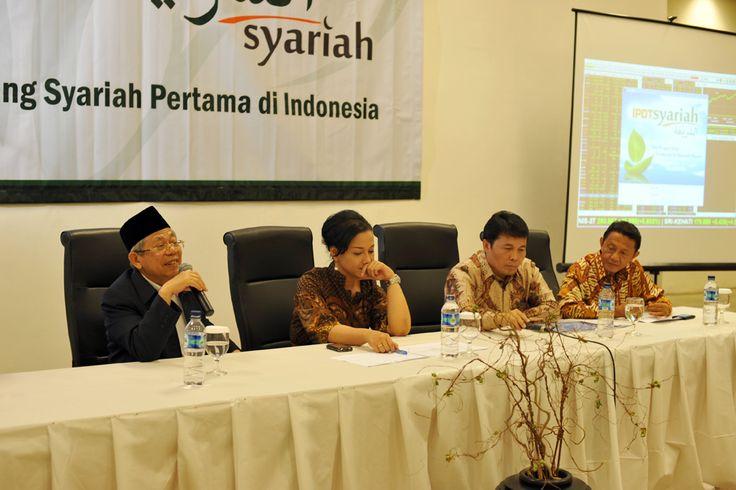 Friderica Widyasari Dewi pada acara IPOT Syariah | Konsisten - Independen - Inovatif