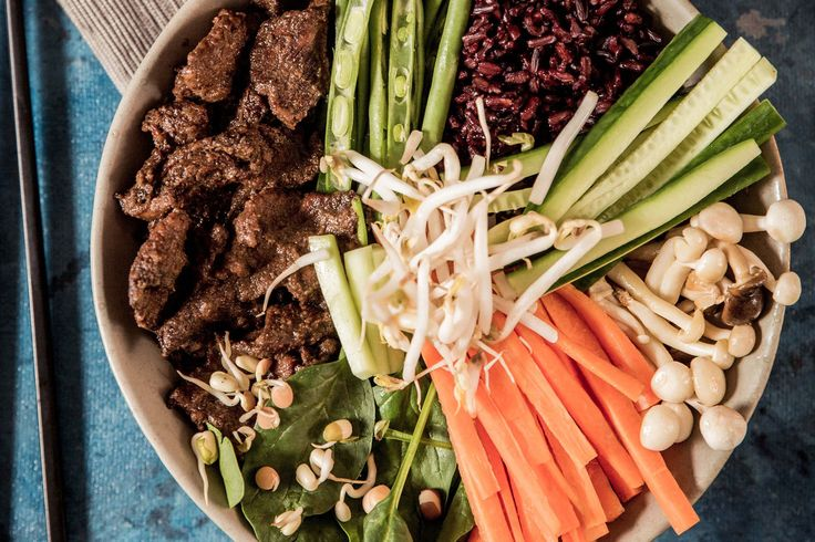 Raw Bibimbap Bowls with Bulgogi Beef - Make delicious beef recipes easy, for any occasion