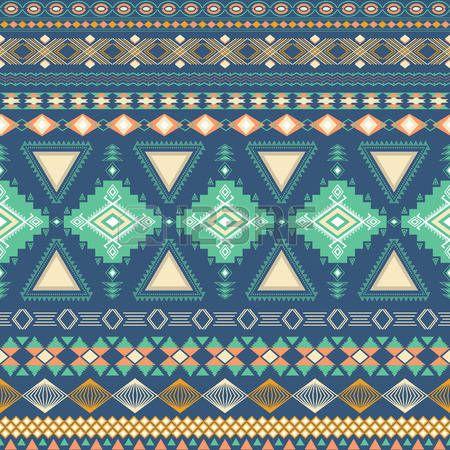 Tribal gestreepte naadloos patroon. Geometrische aztec achtergrond. Kan worden gebruikt in stof ontwerp voor het maken van kleding, accessoires; het creëren van decoratief papier, verpakking, envelop; in web design, etc. photo