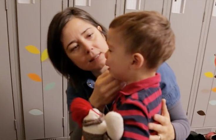 Les enfants de deux ans ont parfois de la difficulté à gérer leurs émotions et la frustration. Cette vidéo démontre avec des cas pratiques ce que les parents peuvent faire pour aider leur enfant au cours de la deuxième année de leur vie.