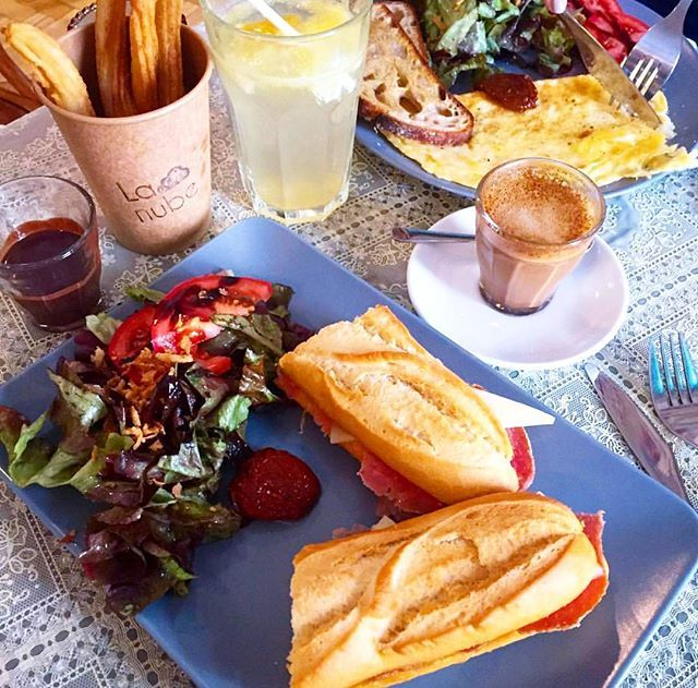A hétvége margójára 🍞🍳🍴Felfedeztünk egy számunkra új helyet és megismerkedtünk @agiiiiiival is aki ezt a szuper képet lőtte! 😊 Keress rá a La Nubera a breakslow.hu reggelizőhely keresőben és próbáld ki Te is!🔎👀 😉 és a #breakslowbudapest hashtaget is használd a reggelizősképeden!☝😉 ------ 🇬🇧 It was a perfect breakfast on the weekend 🍞🍳🍴We discovered a new place and meet with @agiiiiii who shot this superb brekkie photo. If you wanna try it just search for the La Nube in the…