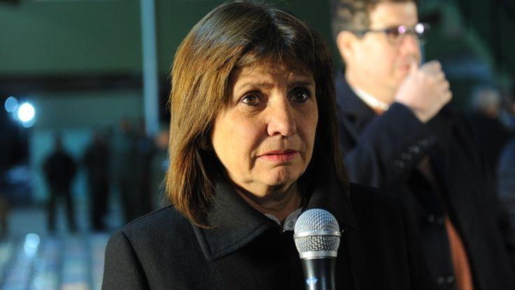 """La ministra de Seguridad de la Nación, Patricia Bullrich, afirmó esta noche que la Resistencia Ancestral Mapuche (RAM) """"está financiada"""" por una organización inglesa.  """"Atrás de la RAM hay una organización inglesa que es su principal aportante. Lo tenemos absolutamente confirmado"""", dijo la funcionaria en declaraciones a Todo Noticias (TN).   #INGLESES #MAPUCHES #PATRICIA BULLRICH"""