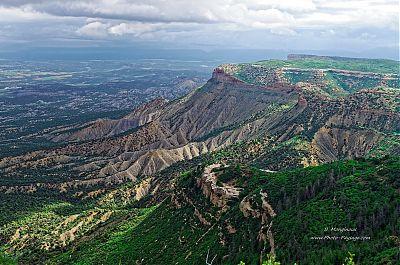 Vue-sur-les-plaines-du-Colorado-depuis-le-parc-national-de-Mesa-Verde.