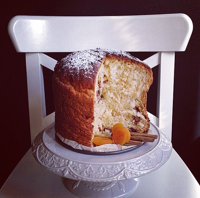 Panettone with cinnamon, dried grape and apricot jam