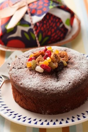 「華やかに可愛く♪ ドライフルーツのガトーショコラ」定番のガトーショコラに人気のドライフルーツを加えて食感や味わいをプラスして、ひと工夫加えても!【楽天レシピ】