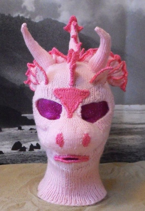 Dragon balaclava. I need to improve my knitting skills like now!