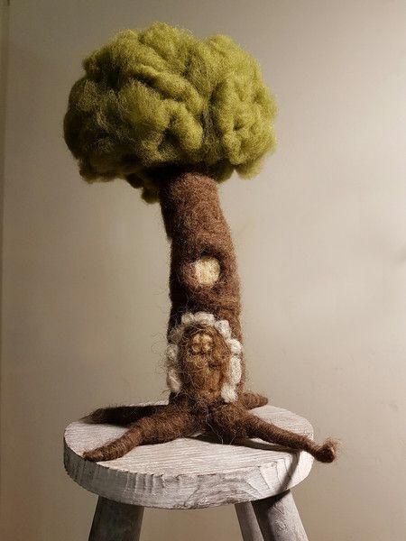 Jahreszeitentisch - Filzbaum mit Elfentür ♡ - ein Designerstück von Giodali bei DaWanda