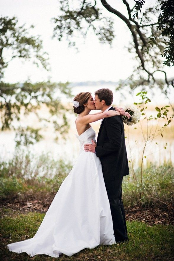 bride and groom kissing, sweet bride and groom portraits