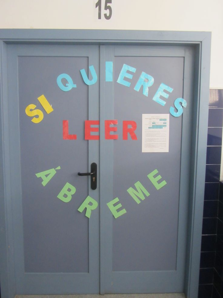 Puerta de la biblioteca del CEIP Rafael Pérez del Álamo, Loja