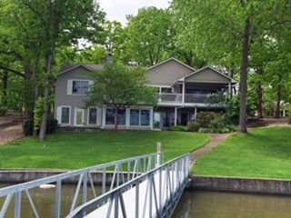 Literally no steps to your dock, living on entry level, large rooms, open floor plan, you will Love this home. Screened porch off of dining room, for alfresco dining. Lower level has huge family room with full bar(full-sized refrigerator, dishwasher, stove). Big maser suite with jetted tub, separate showers, walk-in closet and access to the deck. Hot tub room off family room, super dock, deep water, circle drive with loads of parking. Seller offer one year home owner's warranty in Climax…