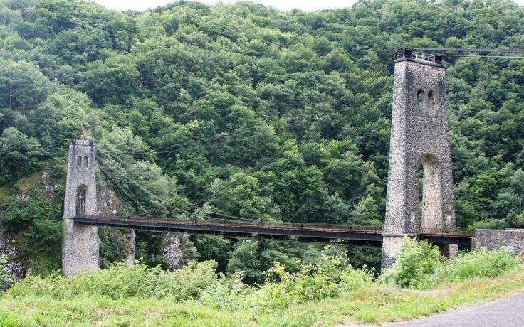 Viaduc de Rocher Noir, niet ver van Domaine de Mialaret, een 44 hectare grote kasteelcamping met safaritenten en chalets