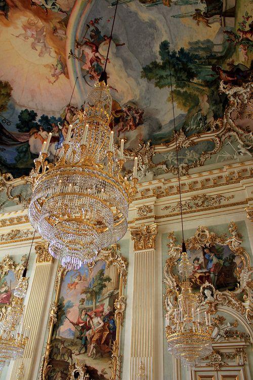 Décors au  Louvre, Paris.