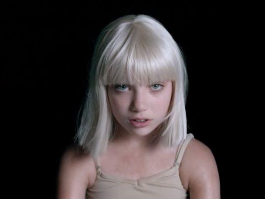 """SIA dévoile le clip de """"Big Girls Cry"""" avec toujours Maddie Ziegler"""