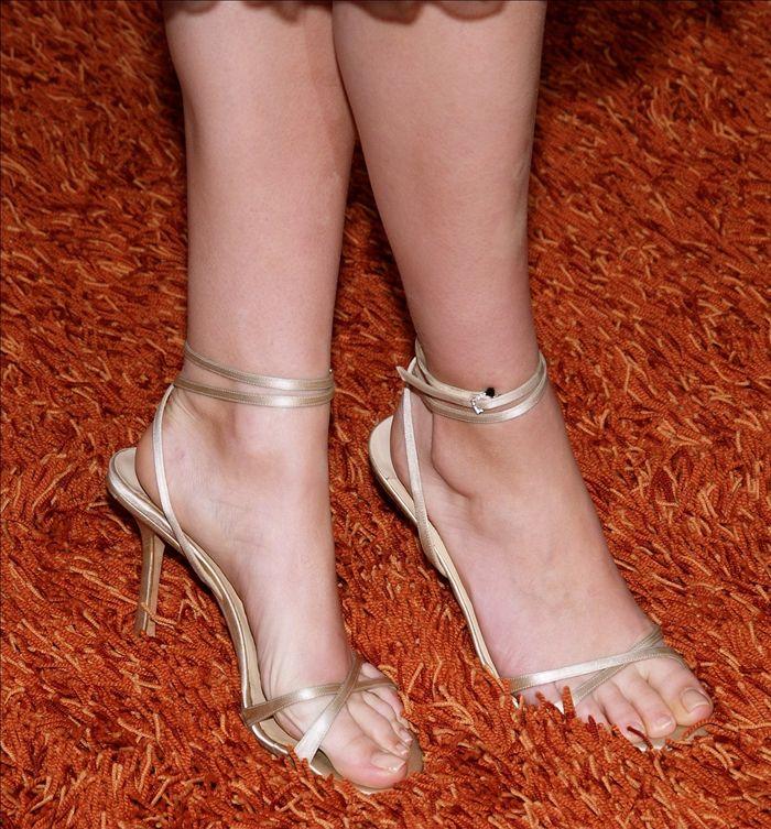 Mila-Kunis-Feet-94-legs (7)