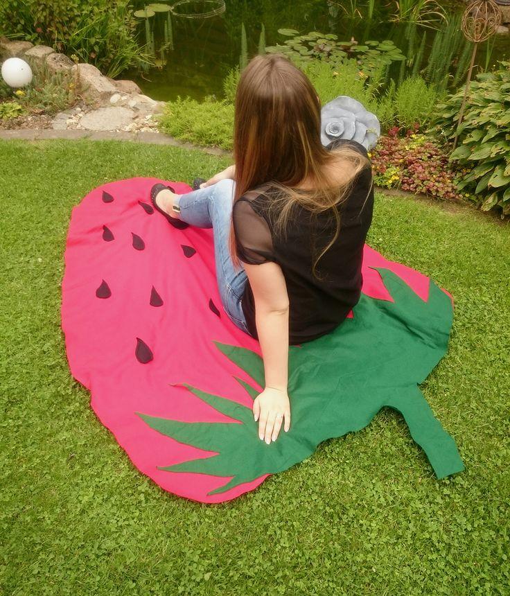 DIY Erdbeer Sommerdecke- Ganz einfache Anleitung wie du dir eine Strawberry Stranddecke bastelst