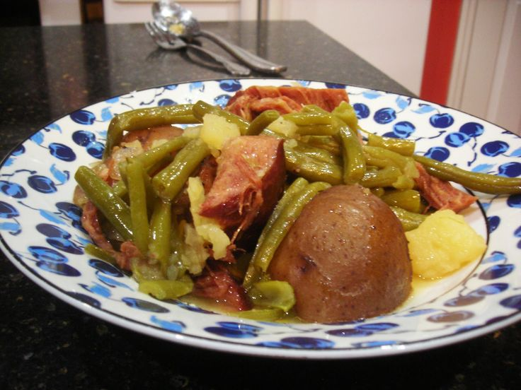 Ingredient: 2 ½ pounds small red potatoes, unpeeled and quarter 2 Pounds fresh green beans  6 to 8 ounces blue grass cottag...