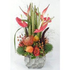 Modern herfstbloemstuk met Heleconia bloemen kopen en laten bezorgen in Nederland.