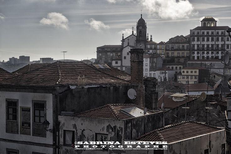 Ruine en centre-ville Photographie prise à Porto.  https://www.facebook.com/estevesphotographe https://500px.com/sabrinaestevesphotographe  Envie de vous offrir un tableau de paysage, veuillez me contacter par e-mail : sabrinaesteves@laposte.net