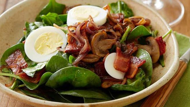Pastırmalı Ispanak Salatası - Beslenme - magkadin.com