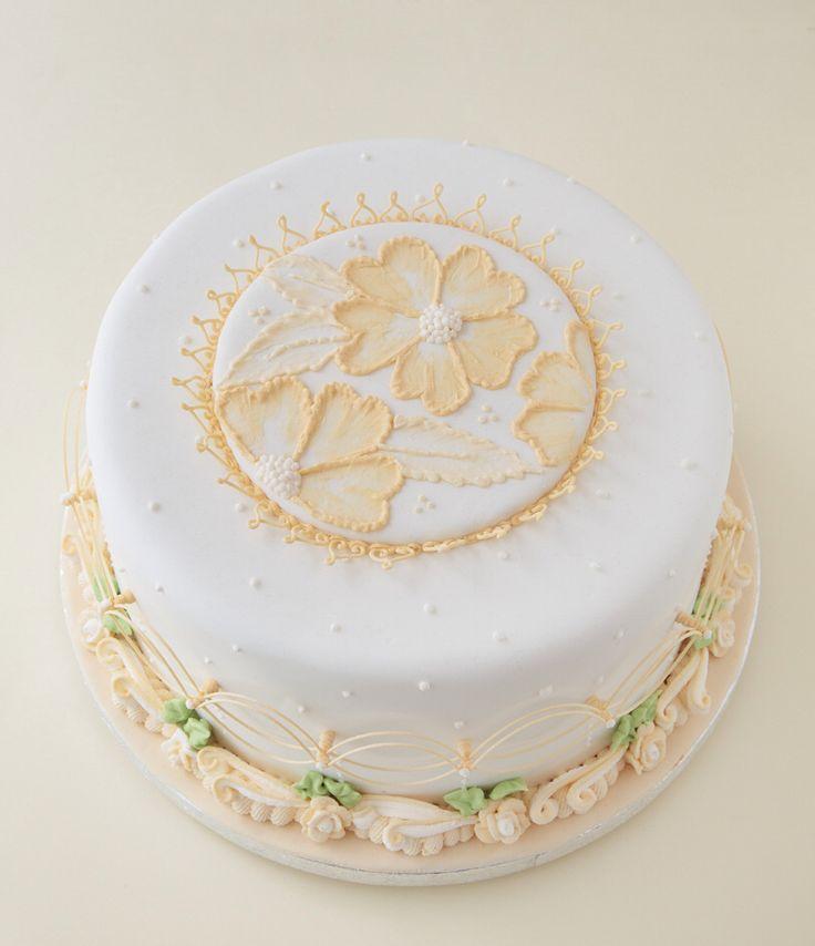 Bordado con glasé real. Royal icing. Passtels decorados con glase real. Cakes royal icing. Bordados con glasé. Rosas. Cenefas de glasé real. Rosa María Escribano