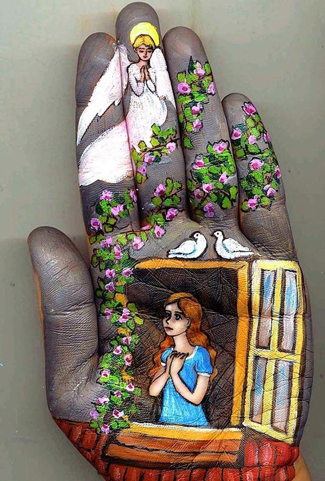 Hand art ... Svetlana Kolosova creates amazingly detailed designs