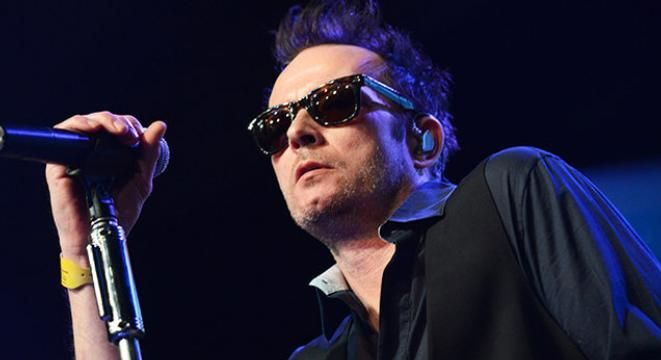 Scott Weiland Former Singer of Stone Temple Pilots Dead at 48