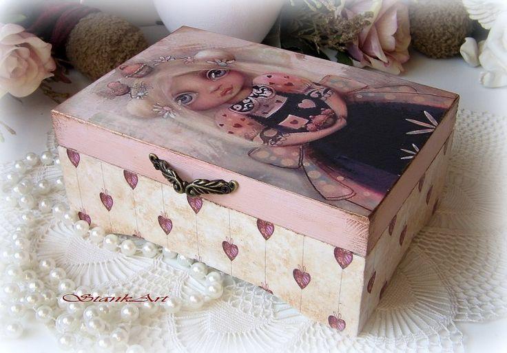 Okaté dievčatko krabička