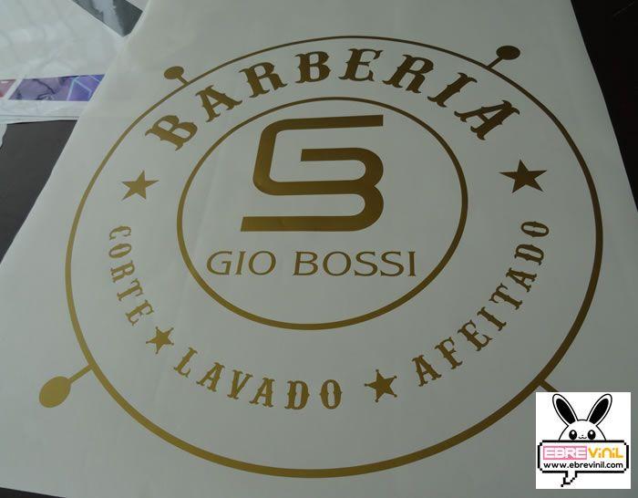 vinilo personalizado para una barbería de madrid
