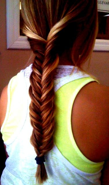 Wish i could fishtail. My hair looks so cute fishtailed (: