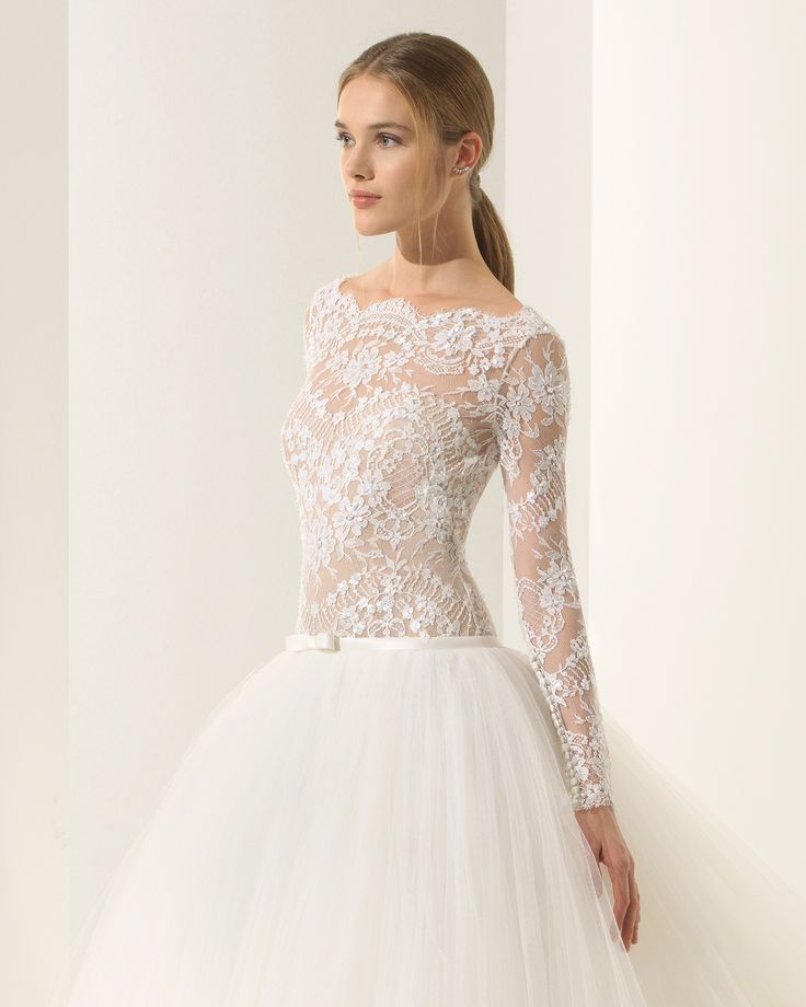 Princess-style beaded lace and tulle wedding dress with long sleeves, bateau neckline, V-back and full skirt. 2018 Rosa Clará Couture Collection.
