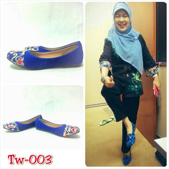 Sepatu tenun mix suede uk. 36 sd 41, minat hub. Ke Facebook: shop lombok, Instagram: tenun_dan_mutiara_sasak, watsap:  087865461834, pin BB: 7DAC95EC