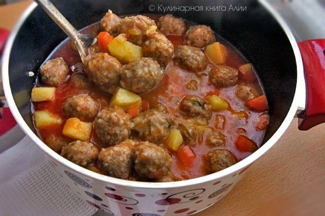 Кто хочет попробовать вкусного густого фрикаделькового супа?  А еще научиться катать сразу по две фрикадельки и быстро обваливать их в м...
