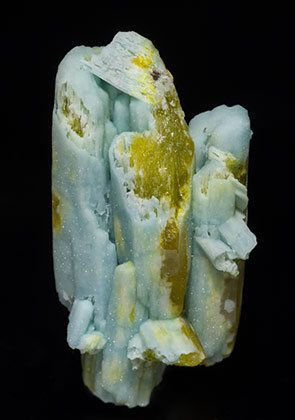 Pyromorphite and Plumbogummite. Mina Yangshuo, Yangshuo, Prefectura Guilin, Región Autónoma Guangxi Zhuang China