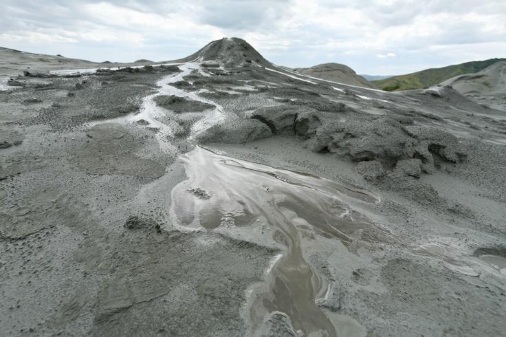 Vulcanii Noroiosi (Mud Volcanoes)
