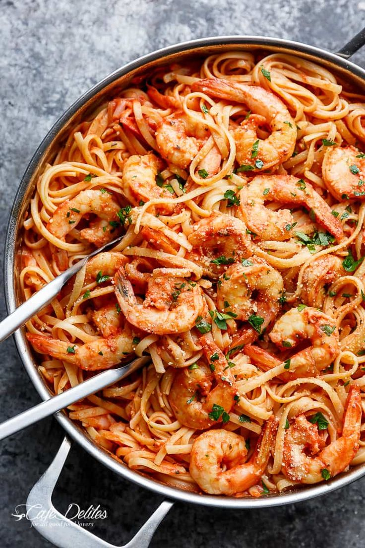 Linguini pasta gets a delicious make over with this 15-Minute Creamy Tomato Garlic Butter Shrimp! A quick and easy flavourful dinner in minutes!
