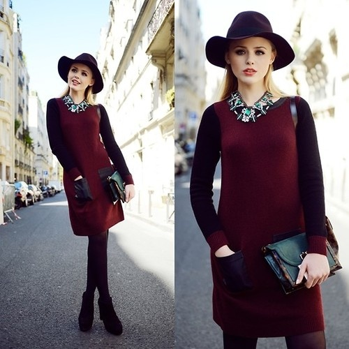 Oxblood dress with great accesoiries! Don't forget to make that statement! #dressesonly #inspiration #oxblood #hat
