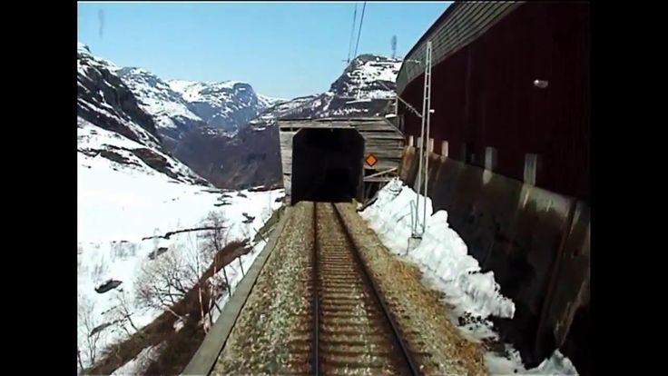 Denne videoen er fra perioden da vi var to jernbane interesserte som bygget opp Flåmsbanemuseet i Flåm. Vi startet med museet og Flåm Modelljernbanesenter i ...