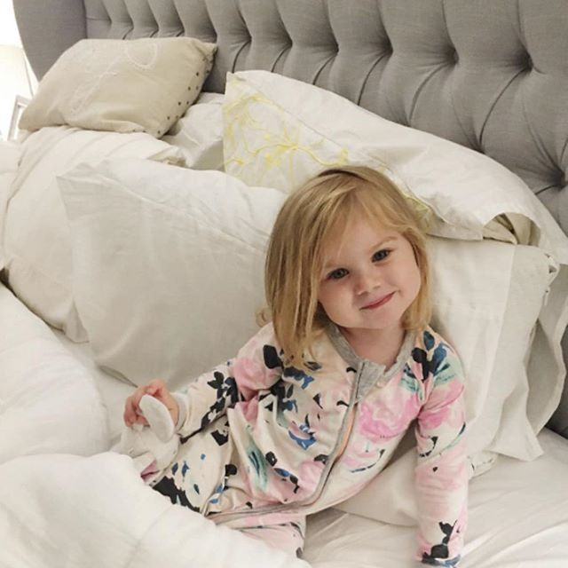 Designed with functional storage and solid construction, and comfortable enough to keen even the littlest sleepers cozy at night. Styled by @looney_noonies.