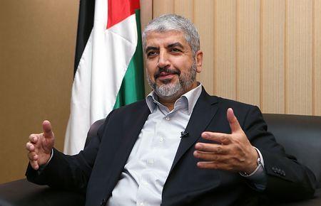 10日、カタールの首都ドーハで、AFP通信のインタビューに応じるハマス最高指導者メシャル氏(AFP=時事) ▼11Aug2014時事通信|ガザで72時間停戦=交渉再開へ-ハマス、封鎖解除迫る http://www.jiji.com/jc/zc?k=201408/2014081100061 #Khaled_Mashal #Doha_Qatar #Hamas #خالد مشعل