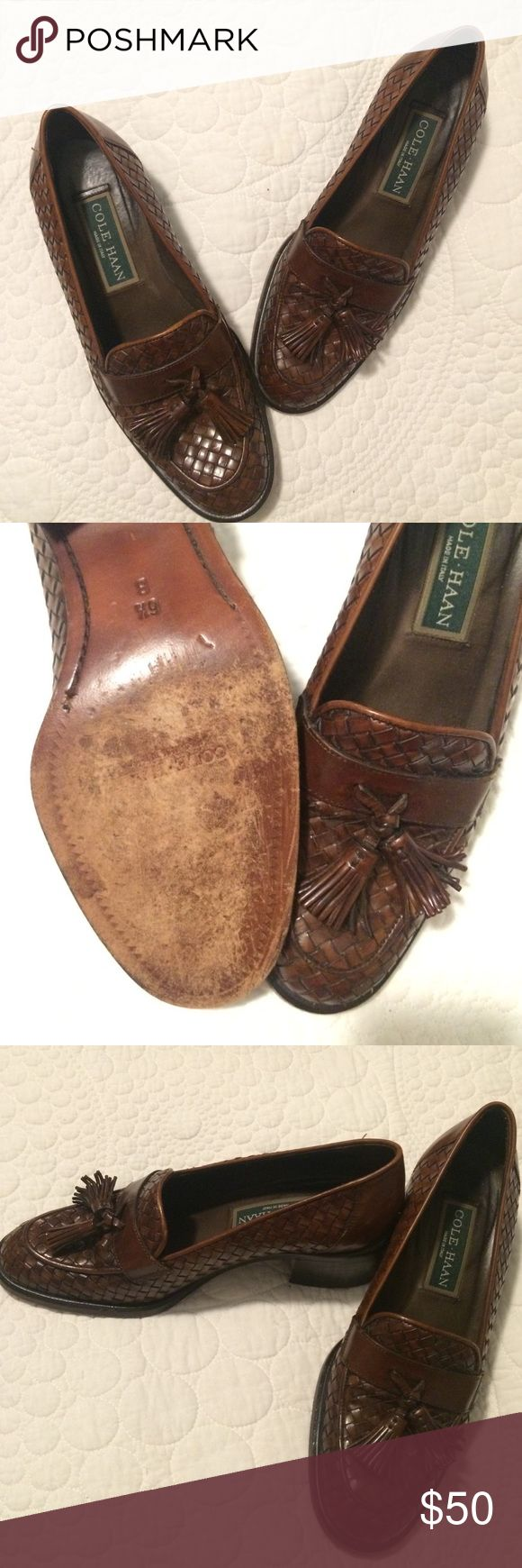 Vintage COLE HAAN Women's loafers Made In Italy. Woven leather. Vintage. Barely worn. Adorable shoe with small heel. Cole Haan Shoes