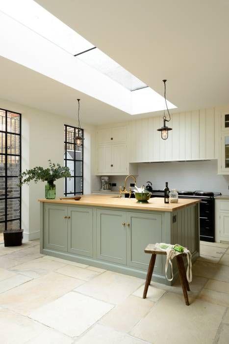 The Islington N1 Kitchen by deVOL: classic Kitchen by deVOL Kitchens